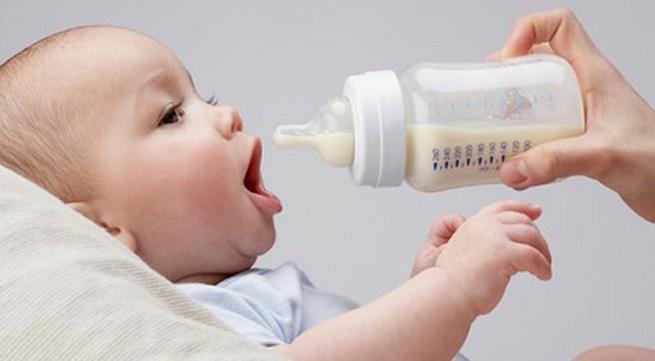 Kết quả hình ảnh cho Tại sao Trung quốc lùng kiếm sữa bột của Úc dành cho bé sơ sinh?