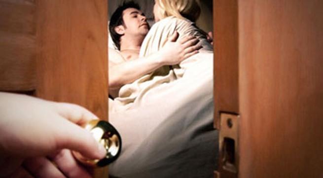 Tăng nặng xử phạt ngoại tình và người đồng tính kết hôn(3): Chỉ phạt được người