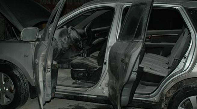 Hà Nội: Xe hơi tiền tỉ bốc cháy ở cây xăng