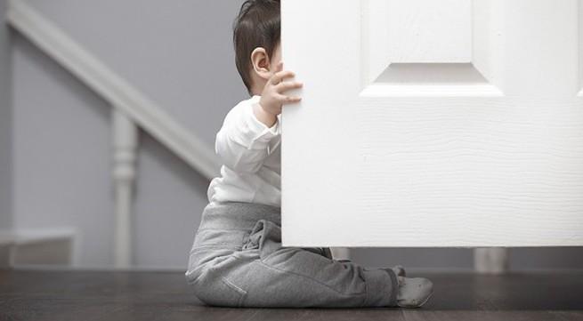 Muốn con thông minh, hãy để bé chơi trò đóng - mở cửa!