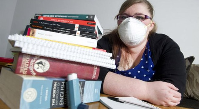 Kỳ lạ cô gái có thể tử vong vì đọc sách
