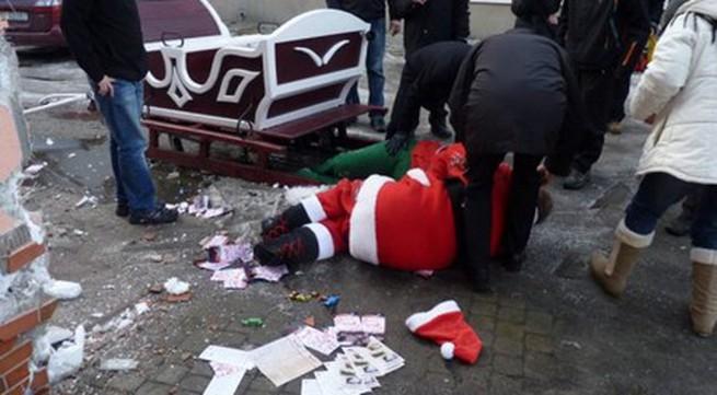Ông già Noel say rượu gây tai nạn trên đường