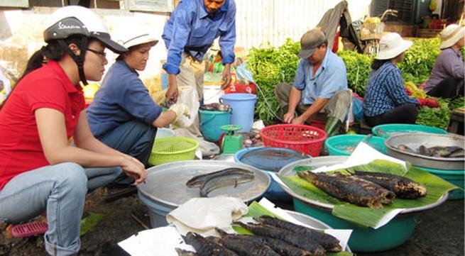 Ngày vía thần Tài, cá lóc nướng đắt gấp đôi