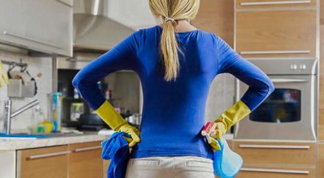 Làm việc nhà giúp giảm triệu chứng mãn kinh