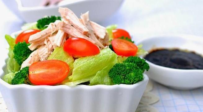 Salad gà chua ngọt dễ ăn