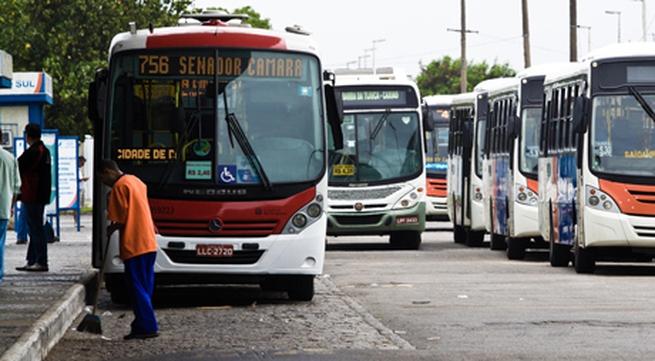 Chấn động vụ cướp của, hiếp dâm hành khách trên xe buýt