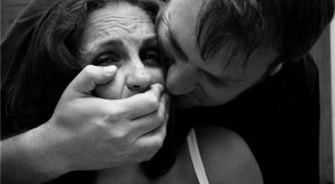 """Bị cắn đứt lưỡi khi cưỡng hôn, """"dê xồm"""" đòi bồi thường"""