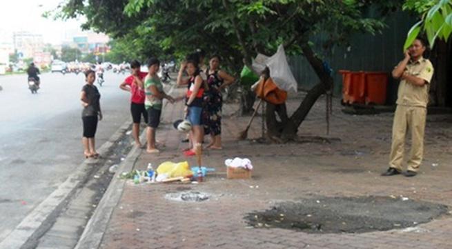 Cô gái trẻ vứt xác bé trai trên phố Hà Nội