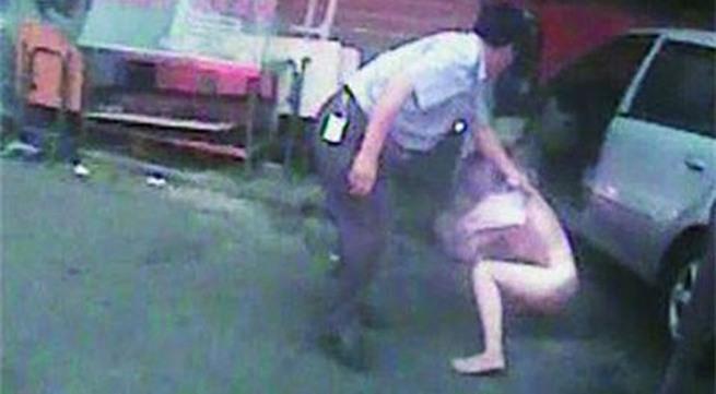 Cô gái khỏa thân, thách thức cảnh sát