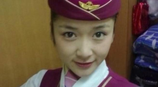 Nữ tiếp viên xinh đẹp bị giật chết khi đang sạc iPhone 5