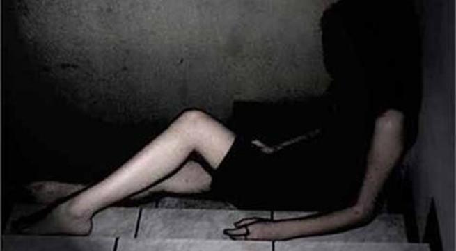 Phụ nữ 40 tuổi bị đồng nghiệp hiếp dâm tập thể