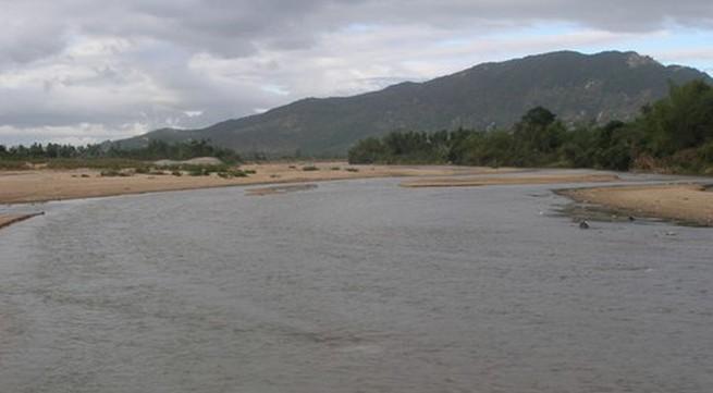 Xót xa 3 mẹ con chết đuối vì lật thuyền trên sông