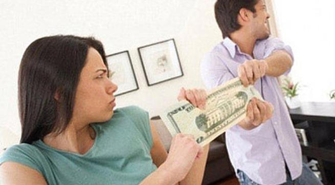 Giữ ATM của chồng, chỉ là cái nợ?