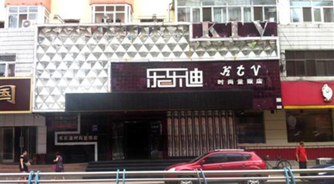 Thiếu nữ chết khi đang hát karaoke