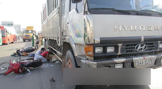 Đau lòng em trai nhìn chị chết thảm dưới bánh xe tải