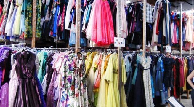 """Sốc với bộ sưu tập 55.000 chiếc váy của """"cụ ông yêu vợ nhất quả đất"""""""