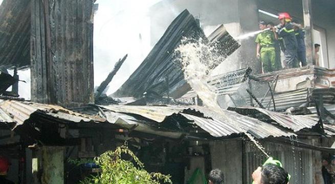Cả khu phố náo loạn vì cháy