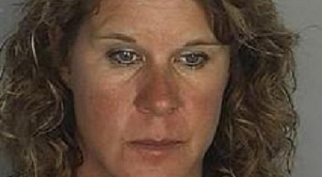 """Nữ giáo viên 43 tuổi mây mưa với """"tình nhân"""" tuổi... 13 bị bắt tại trận!"""