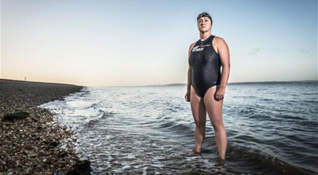 Người phụ nữ bơi 26 tiếng quanh hòn đảo Anh