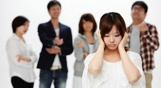 Đau khổ khi gia đình phản đối bạn gái xung tuổi
