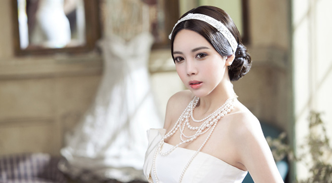Bí quyết chọn người trang điểm cưới