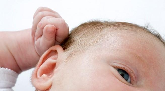 Mách mẹ cách vệ sinh 3 vùng nhạy cảm nhất của bé