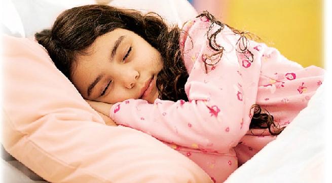 Mỗi giờ xem tivi khiến trẻ thiếu ngủ 7 phút