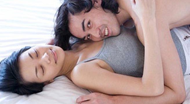 Cách hôn ngực nàng để nhanh lên đỉnh