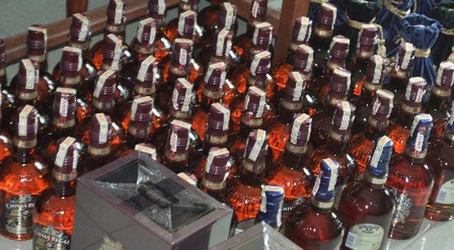 """Hàng trăm chai rượu ngoại """"vô chủ"""" ở Ga Đà Nẵng"""