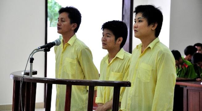 Ba người nước ngoài dùng thẻ thanh toán lừa mua hàng ở Việt Nam