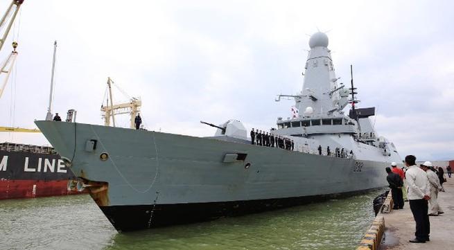 Tàu Hải quân Hoàng gia Anh Daring cập cảng Tiên Sa