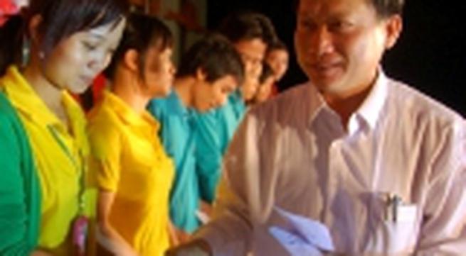 6.000 vé xe tặng công nhân về quê ăn Tết Giáp Ngọ