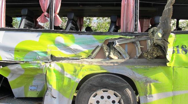 Lật xe khách, 4 người bị thương nặng