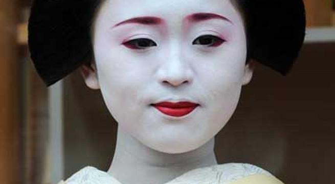 Ngắm các nữ sinh geisha Nhật xinh đẹp xuống phố