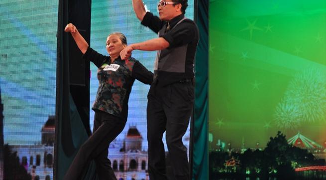 Cụ bà 60 nhảy Gangnam Style với Thanh Bạch