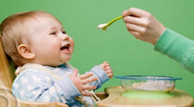 8 tuyệt chiêu mẹ cần biết khi trẻ biếng ăn