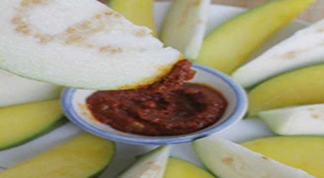 Làm ổi và xoài ngâm chua ngọt