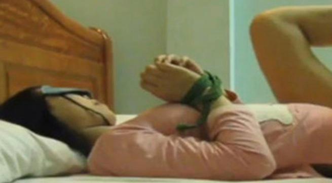 Trộm cắp, thiếu nữ bị bị giam giữ, đe dọa hiếp dâm