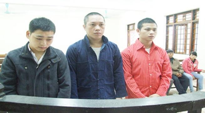 Ba gã thanh niên lừa bạn gái bán cho các ông già Trung Quốc