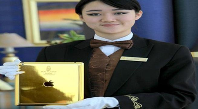 Khách sạn 7 sao trang bị cho khách iPad mạ vàng