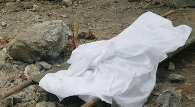 Kinh hoàng phát hiện thi thể bị trói tay, chân đang phân hủy