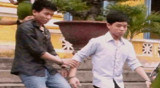 Hai thanh niên 17 tuổi xóa nghèo bằng cách đi cướp
