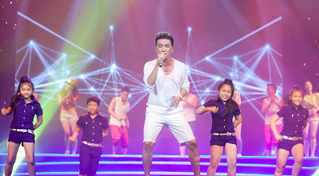 Mr.Đàm mặc... quần đùi lên sân khấu