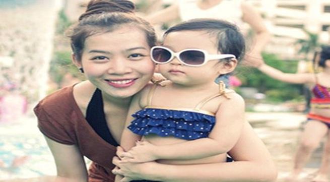 MC Diệp Chi khoe con gái đáng yêu với bikini