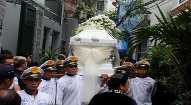 Gia đình và bạn bè đẫm lệ đưa tiễn Wanbi Tuấn Anh