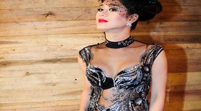 Choáng vì Lâm Chi Khanh váy xuyên thấu táo bạo khoe dáng