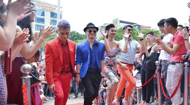Đỗ Mạnh Cường nổi bần bật khi diện quần váy casting ở Hà Nội