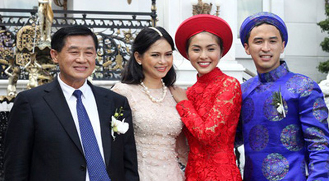"""Những cuộc """"xâm lăng"""" kín mặt báo của 3 đại gia đình sao Việt"""