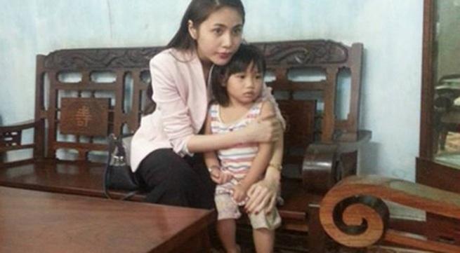 Thủy Tiên cùng fan tới thăm em bé bị bố bạo hành
