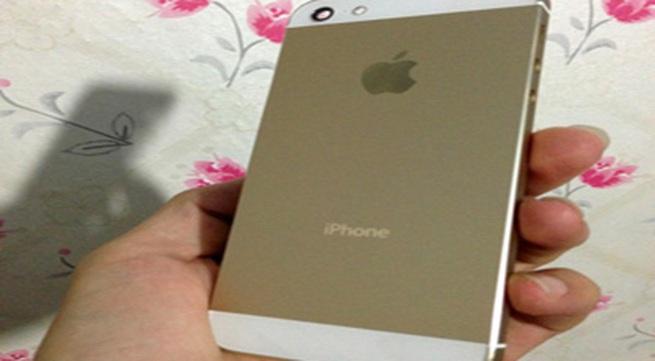 Thay vỏ vàng cho iPhone 5 giá dưới 2 triệu 'hút' khách